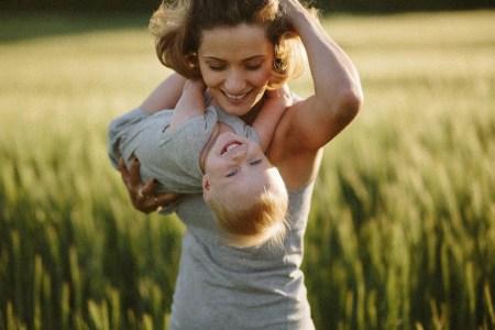 Ржаное поле детства: фотопрогулка Юлии и Алены