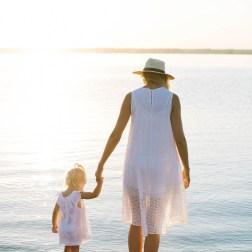 В лучах заката… Мама и дочь