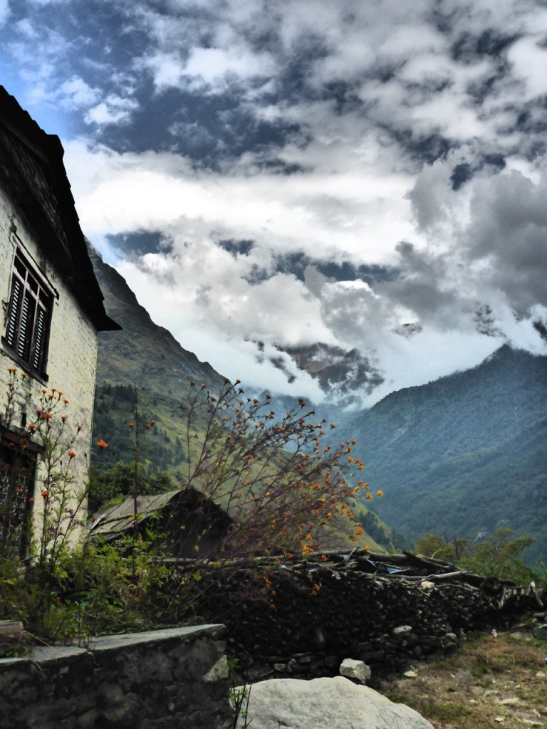 The road down to Tatopani, Nepal