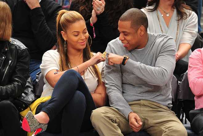 beyonce-and-jay-z-cute-jay-z-and-beyonce-fist-bump