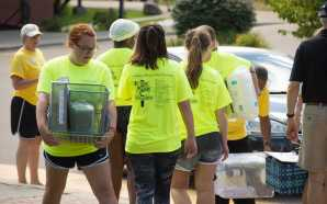 Volunteers keep move-ins moving