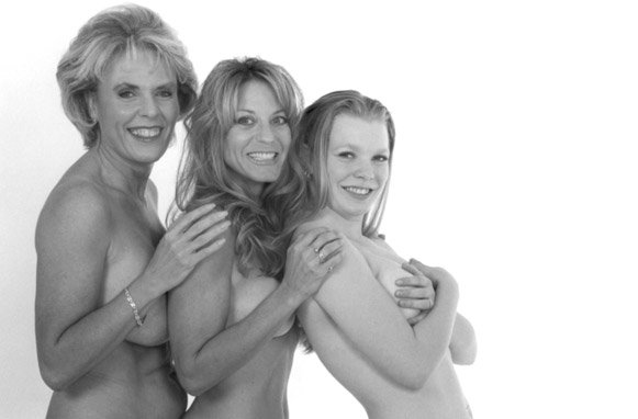 mother and daughter pregnant nude