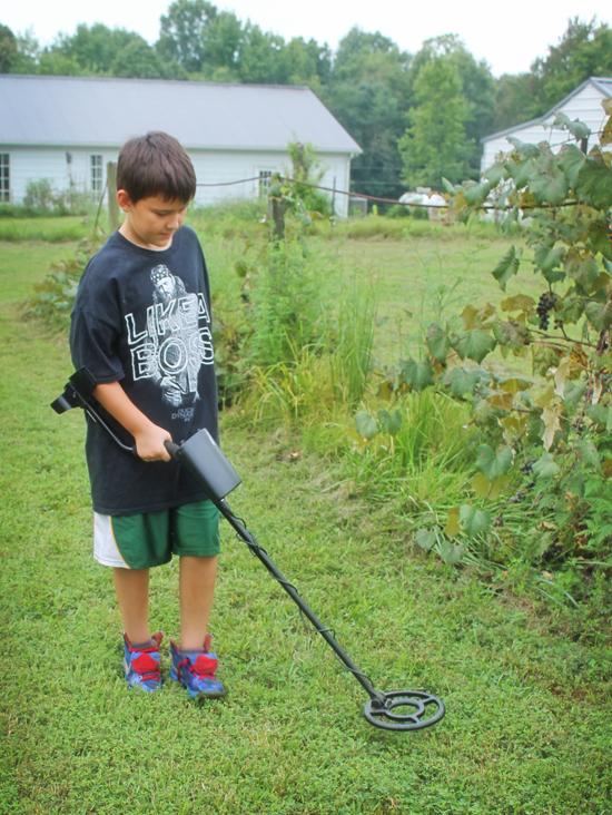 redneck-bootcamp-hunt-metal-detector