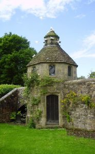 Dovecote_at_Nymans_Gardens,_West_Sussex,_England_May_2006_3