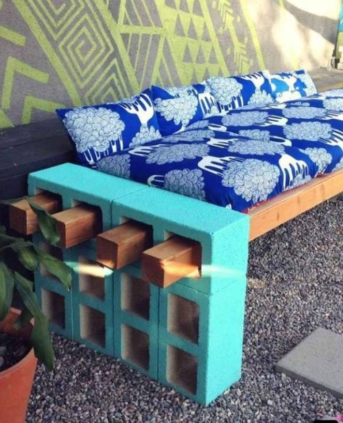 Photo from http://lenasekine.blogspot.com/2013/08/diy-outdoor-seating.html