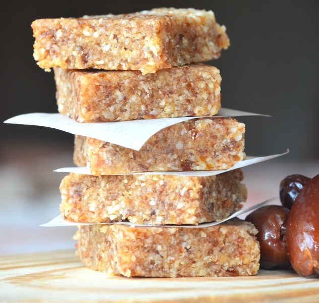 almond and date snack squares