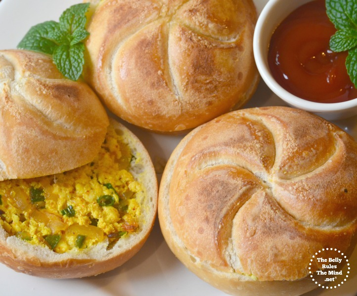 Instant stuffed breakfst buns