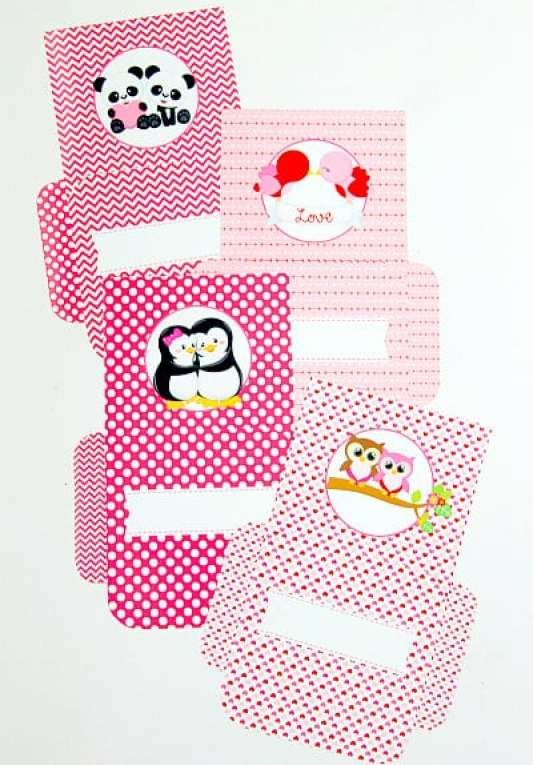 Valentine's Envelopes featured on 25 Valentine's Day Crafts from The Best Blog Recipes