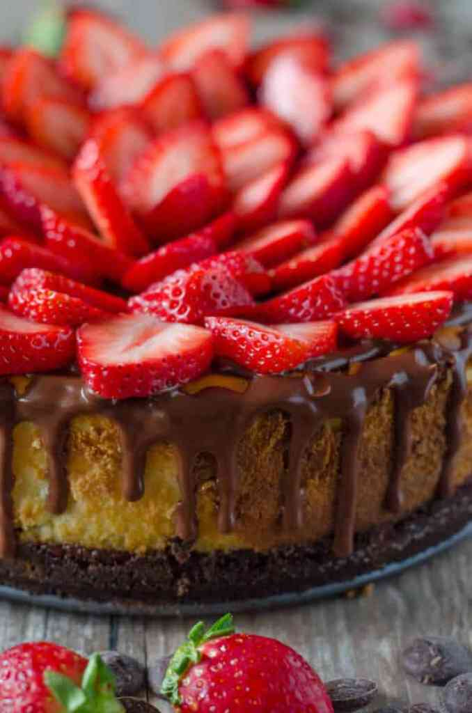 CHOCOLATE COVERED STRAWBERRY CHEESECAKE -- with a chocolate graham cracker crust, chocolate ganache and fresh strawberries! | Featured on www.thebestblogrecipes.com