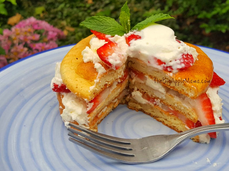 cloud bread strawberry shortcake