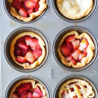 5-Ingredient Mini Strawberry Pie Cups