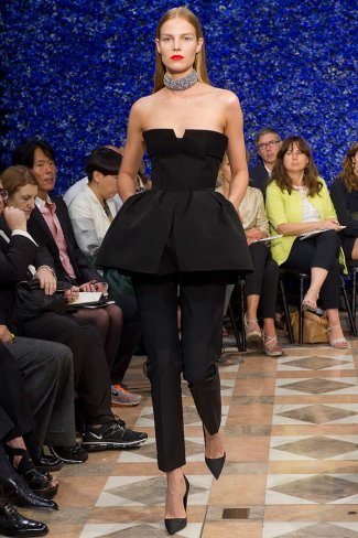 dior-fall-2012-couture-runway