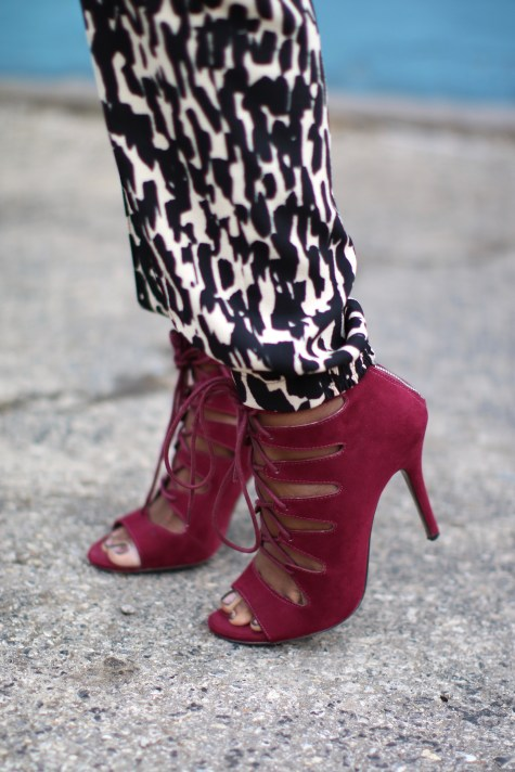 black and white, printed pants, jogger pants, blogger style, natural hair, natural hair blogger, pop of color, oxblood heels, oxblood, maroon heels, marsala, sweater, fall style, blogger fall style, brown girl blogger, fall heels, lace up heels