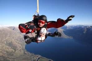 Stef skydiving