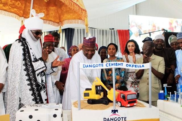 Emir of Kano, Lamido Muhammad Sanusi II, Gov of Kano   State, Abdullahi Umar Ganduje, Alhaji Aliko Dangote cutting a  commemorative  cake, while his daughter , Mrs Lara Oshimh