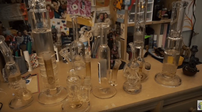beach-trip-cleaning-bongs