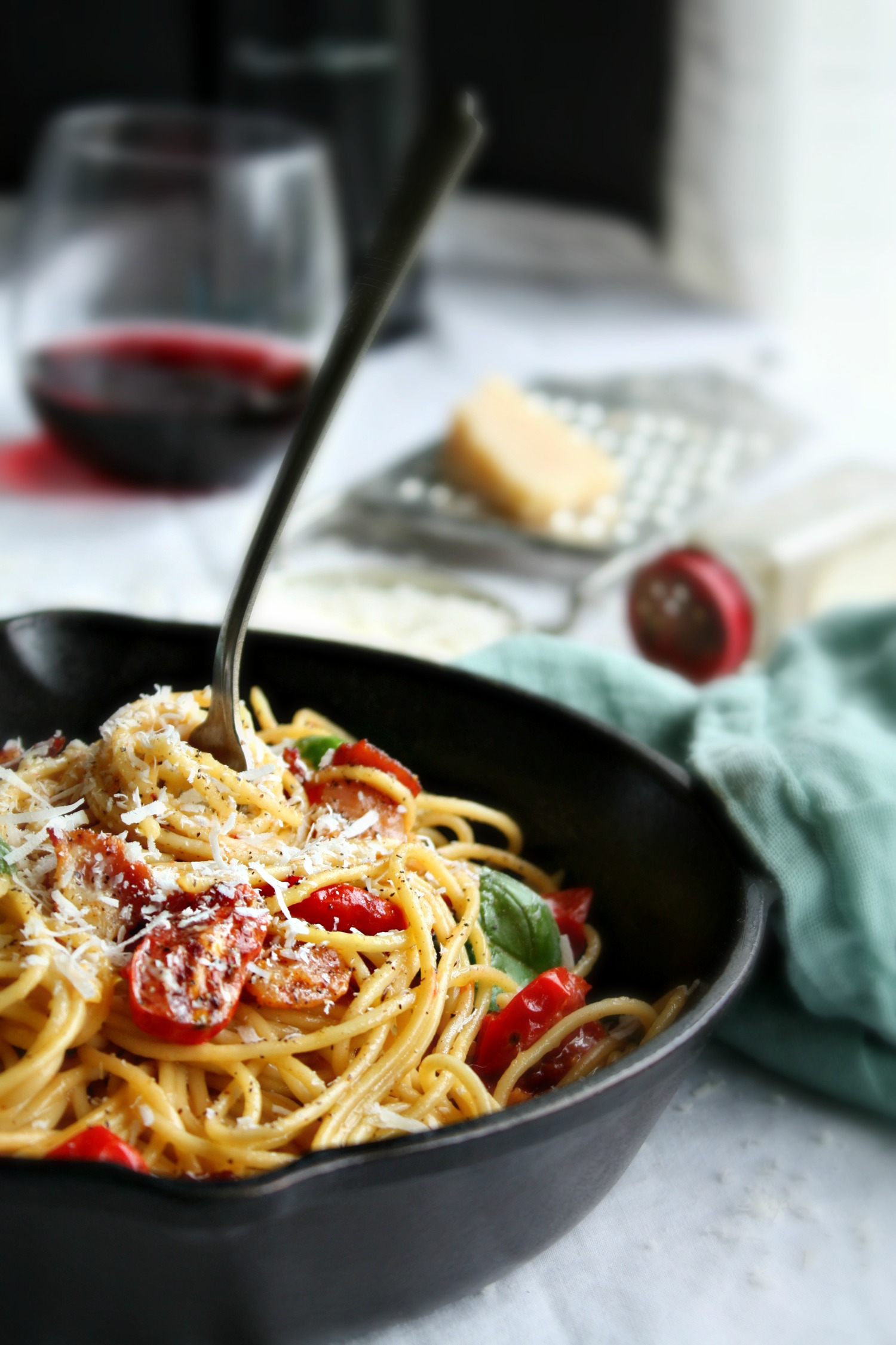 spaghetti carbonara with tomato basil