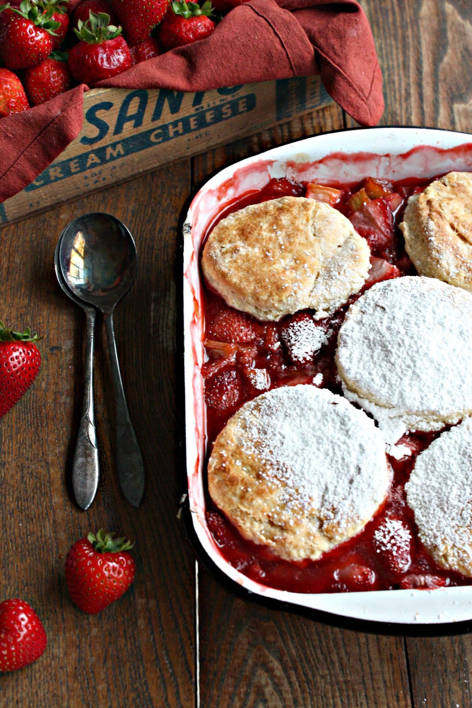 strawberry rhubarb cobbler dessert