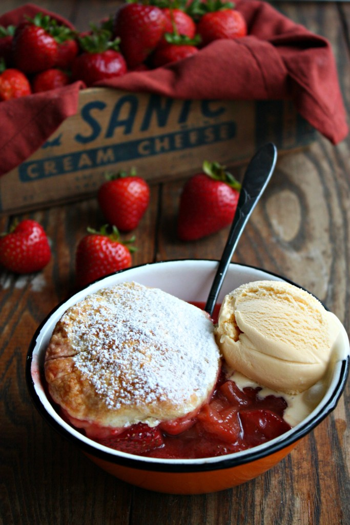 strawberry rhubarb cobbler ice cream