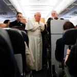 Pope hails Colombia peace accord, briefly comments on 'Brexit'