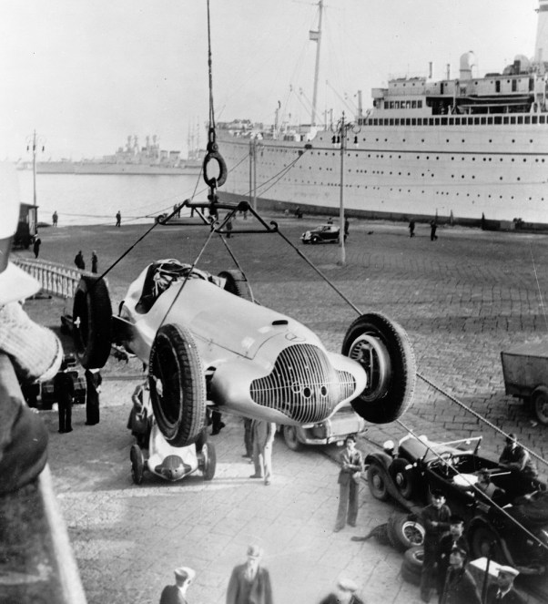 Mercedes W154 being unloaded at Tripoli