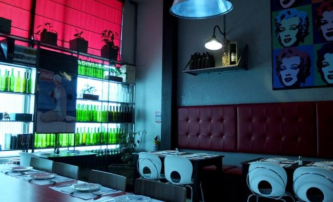 The diningroom of the Trattoria de la Plaza.