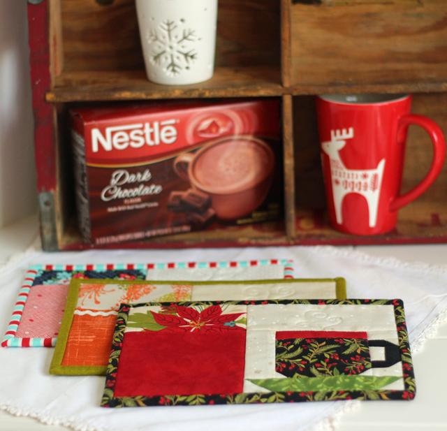 Christmas Pocket Mug Rug by Julie Cefalu