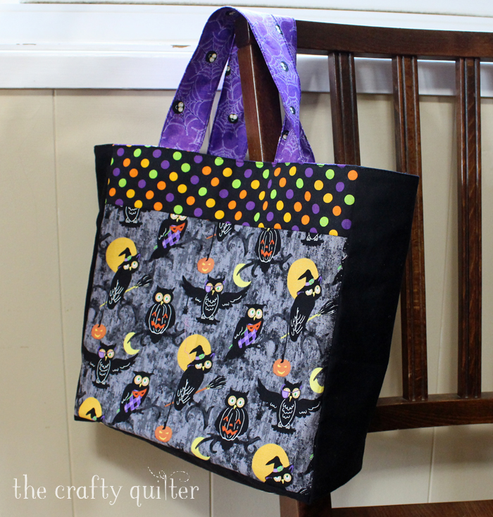 Halloween Treat Bag @ The CraftyQuilter