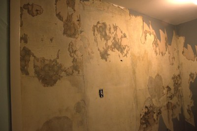 removing wallpaper | the crafty sisters