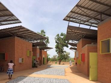 Clínica en Leo, Burkina Faso. Francis Keré