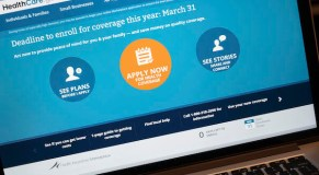 Health care website stumbles on last day