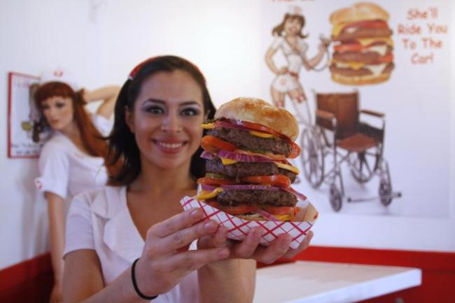 In Honor of National Burger Day, Meet the 20000-Calorie Hamburger