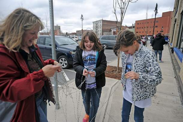 Longest chain of safety pins: Watertown breaks Guinness World Records record