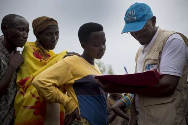 World Humanitarian Day: UNHCR chief pays tribute to sacrifice of aid workers