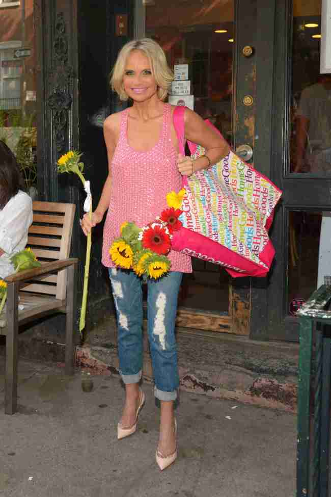 Kristin Chenoweth Teams Up With HomeGoods For Happiness Happens Day (PHOTOS)
