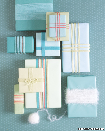 giftwrap with yarn Christmas Gift Wrap Inspiration