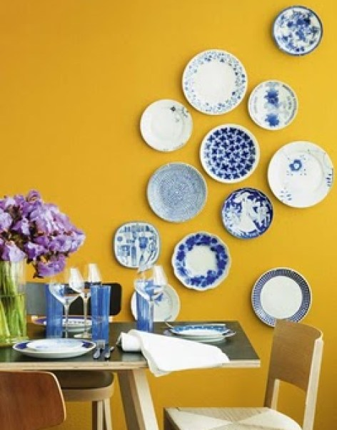 PlateWallviaSkonaHem via discoverinteriordesign Plate Collages (The Art of Creative Plate Hanging)