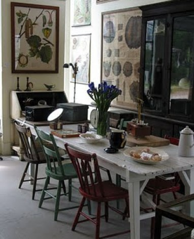 mismatched chairs via whiteandwander blogspot Mismatched Dining Chairs