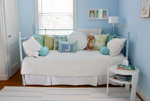 blue iron daybed via apartment therapy The Most Romantic Bed   No, Not a Waterbed