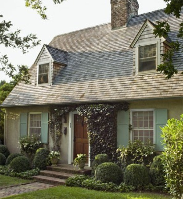 frances schultz bee cottage via house beautiful Haint It Lovely?  Using Haint Blue on Exteriors