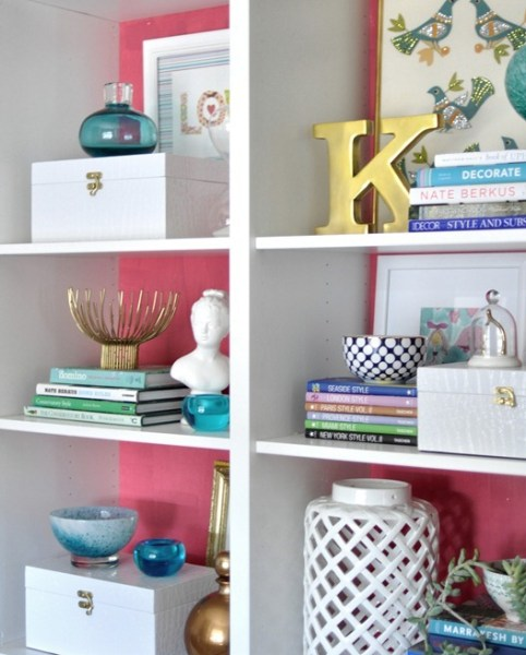 a33896910973eb84fe025351d5a5004b 482x600 How to Style a Gorgeous Bookcase