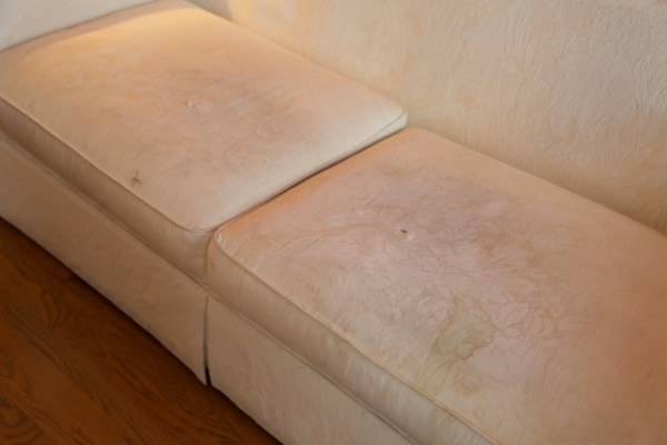 7O3A4509 600x400 Staging a Dated Sofa   Styling Tricks from The Decorologist