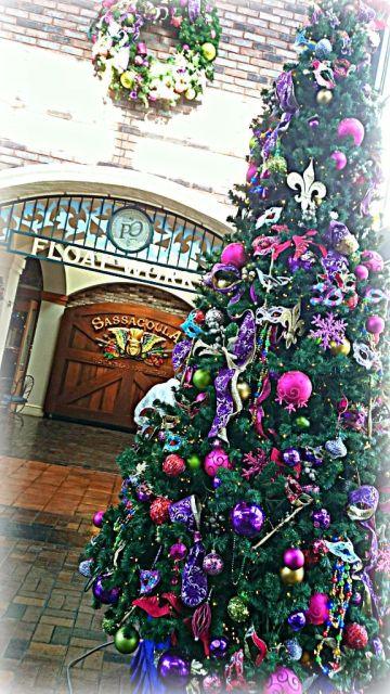 French Quarter Christmas - Wordless Wednesday