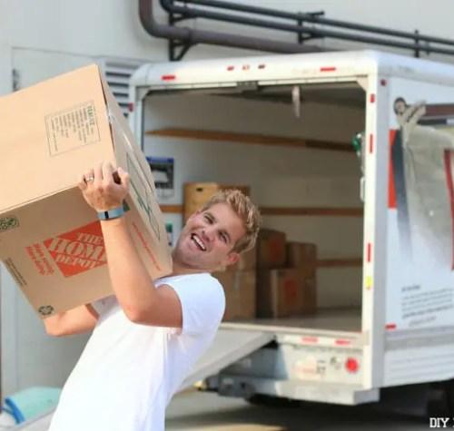 Happy Mover Holding Box