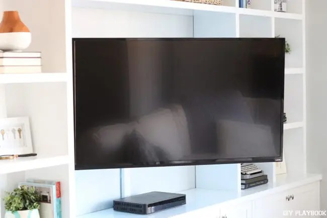 television-mounted-swivel-built-in