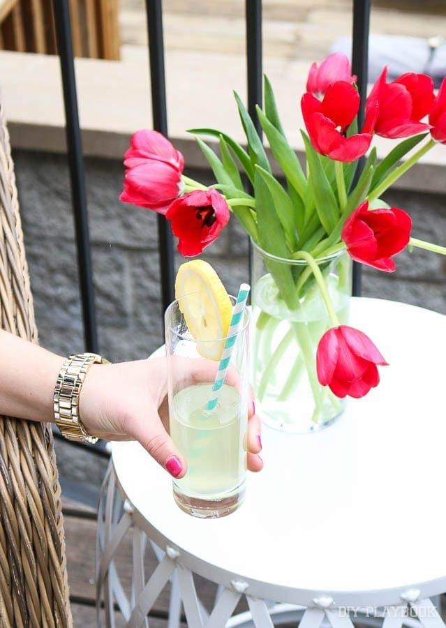 lemonade-patio-flowers