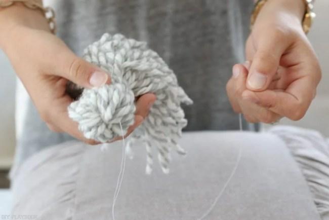 diy_tassel_pillow_tutorial-15