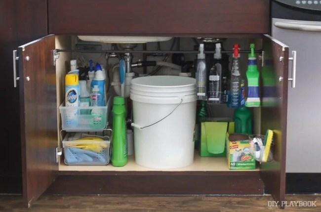 organized-sink-kitchen-cleaning-supplies
