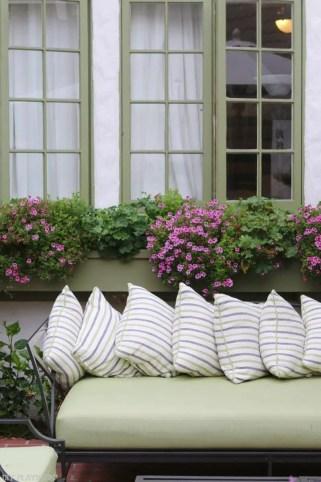 travel-carmel-flower-boxes-pillows