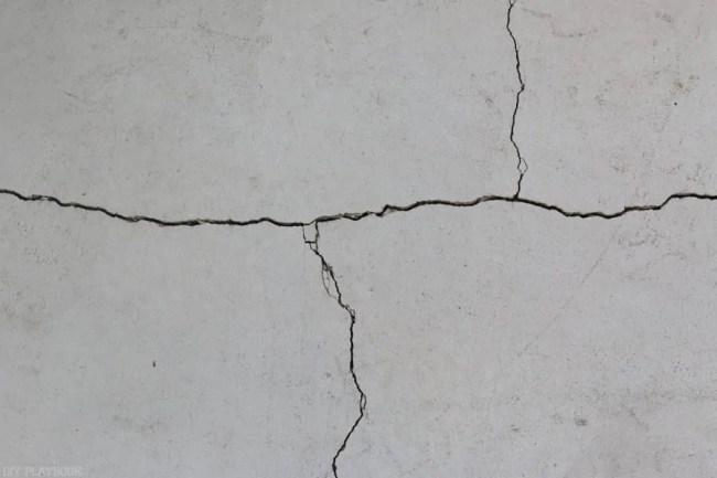 diy-garage-epoxy-rustoleum-cracks-before